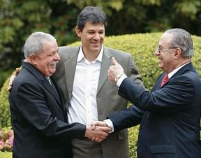 MALUFARAM Lula e Haddad nos jardins da casa de Maluf, em São Paulo. (Foto: Epitácio Pessoa/AE)