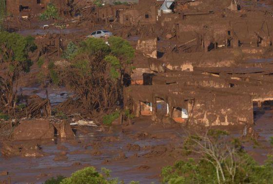 Lama deixou rastro de destruição em Bento Rodrigues. DOUGLAS MAGNO AFP (Reprodução do El País)