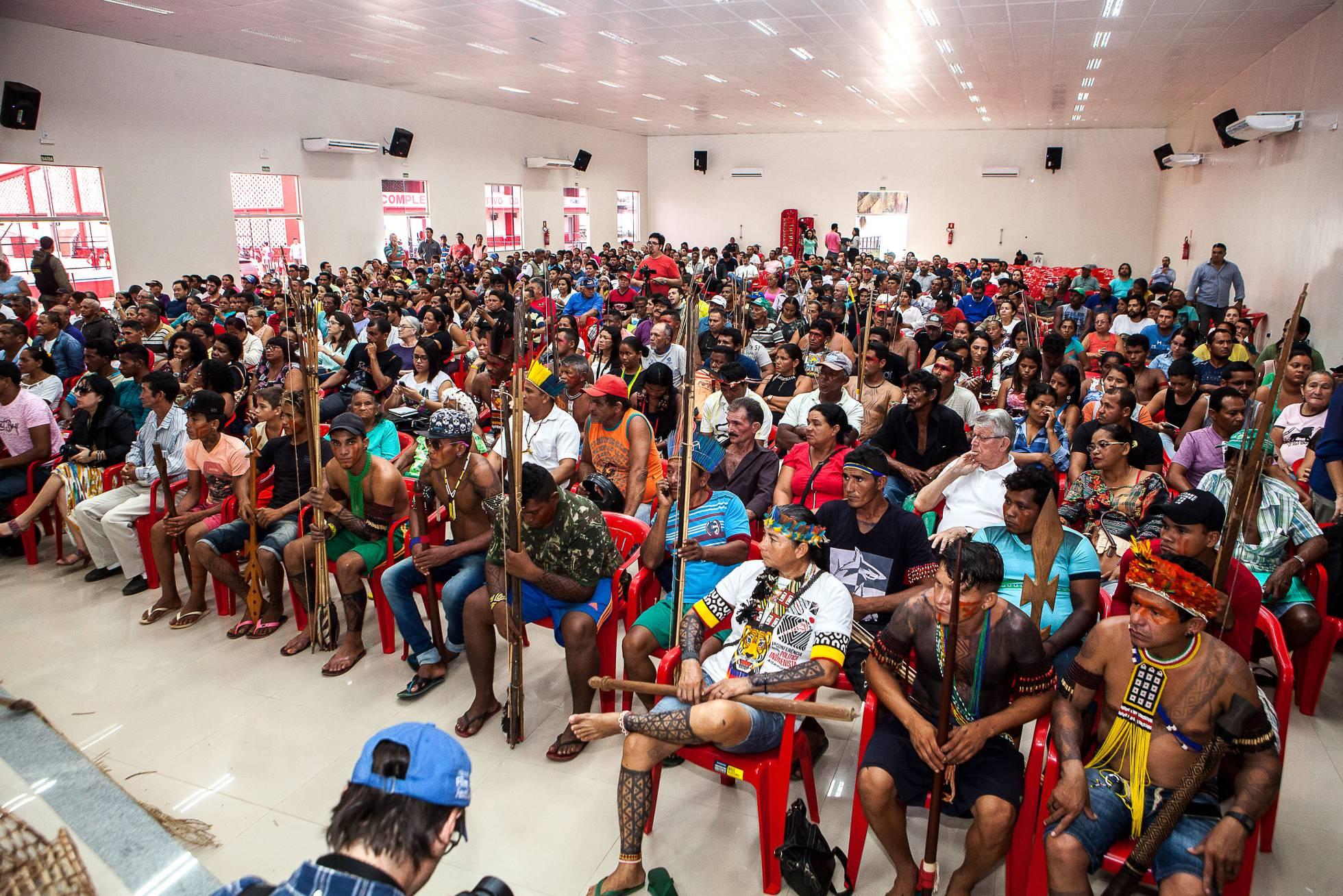 Centenas de ribeirinhos vão à audiência pública exigir seus direitos violados pela hidrelétrica de Belo Monte. LILO CLARETO (Arquivo Pessoal)