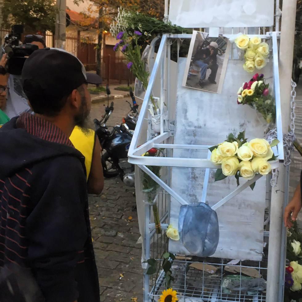 A carroça de Ricardo Nascimento foi enfeitada e colocada no local da execução MUNDANO/PIMP MY CARROÇA