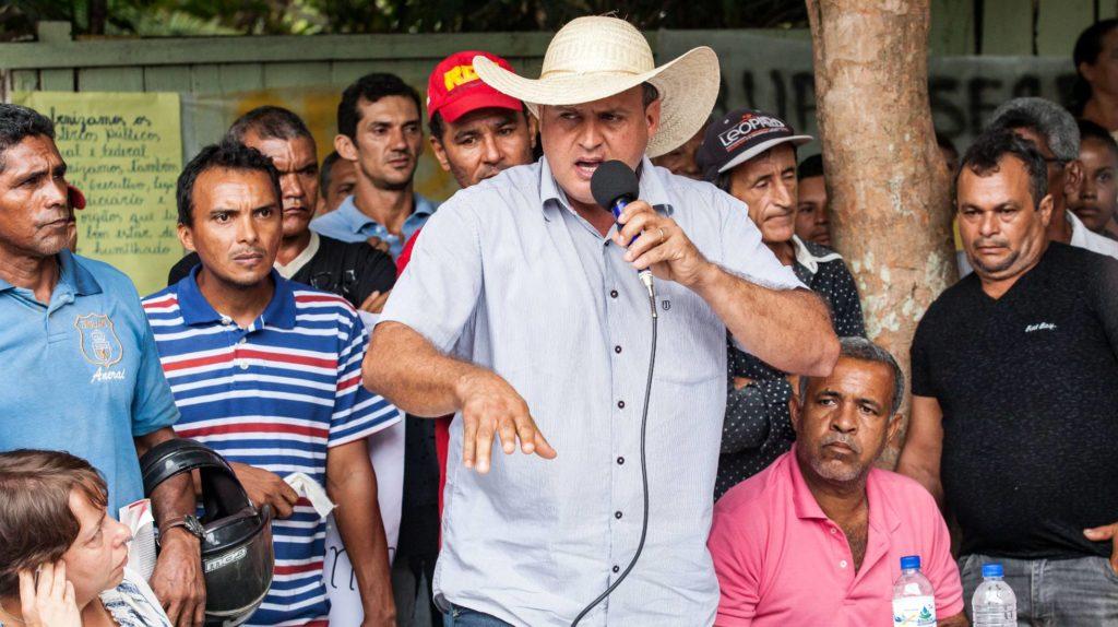 """Dirceu Biancardi (PSDB), prefeito de Senador José Porfírio, afirma aos povos indígenas, na audiência pública para debater Belo Sun: """"Eu considero vocês seres humanos igual eu"""". LILO CLARETO"""