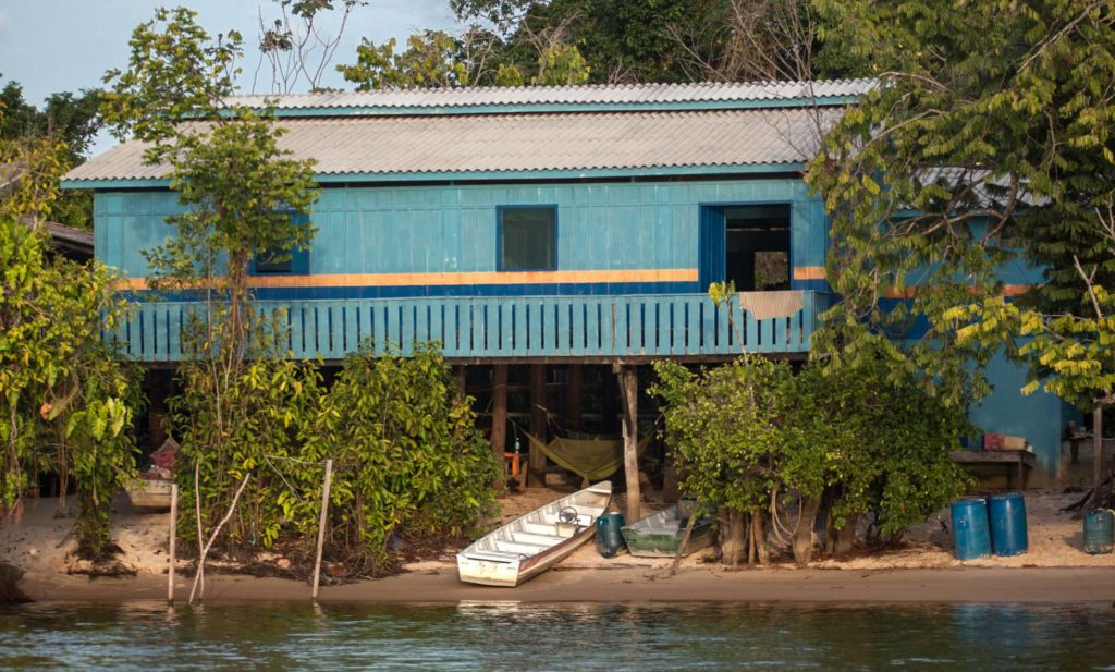 Base de fiscalização, no Refúgio de Vida Silvestre Tabuleiro do Embaubal, no rio Xingu.