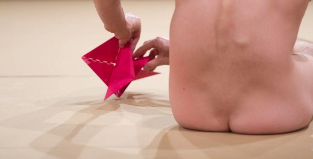 """Imagem da performance """"La Bête"""", no Museu de Arte Moderna (MAM) de São Paulo HUMBERTO ARAÚJO (DIVULGAÇÃO)"""