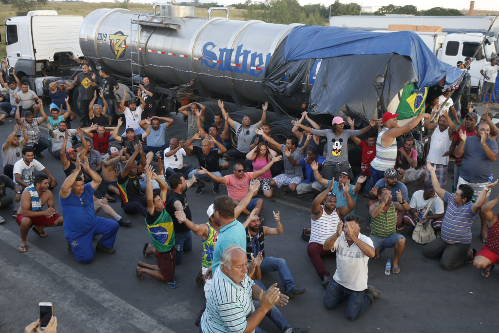 Rio de Janeiro 29 05 2018 Caminhoneiros protestam na Rodovia Presidente Dutra, em Seropédica, Rio de Janeiro Tomaz Silva/Ag Brasil