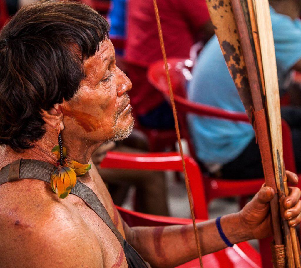 Indígena Araweté, em reunião no centro de convenções de Altamira, no Pará. LILO CLARETO