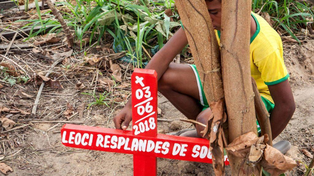 O pai do menino de 11 anos foi a vítima mais recente dos conflitos de terra em Anapu, no Pará, mas certamente não será o último a tombar no Brasil sem justiça LILO CLARETO (Reprodução do El País)