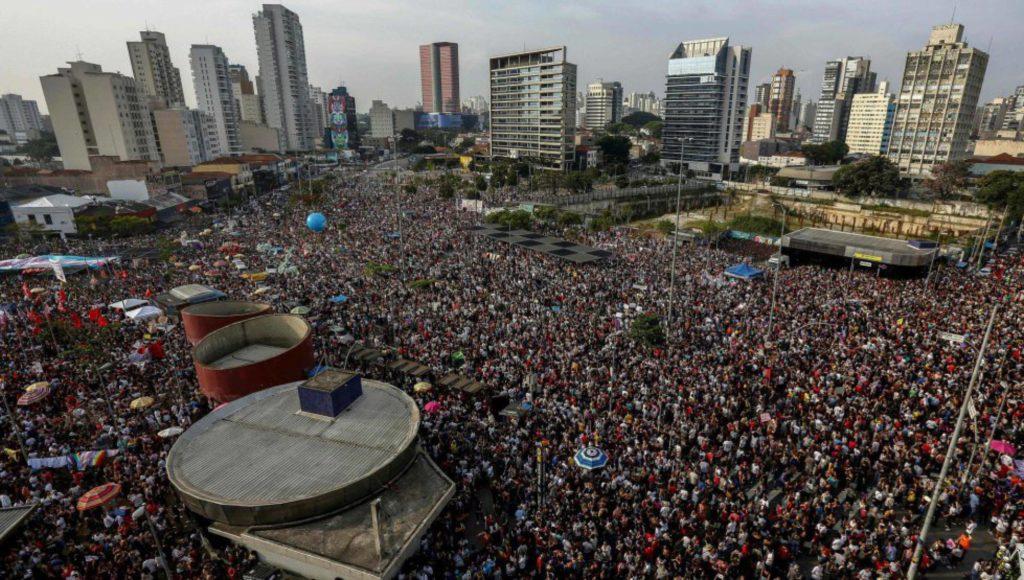 Manifestación de mujeres en Sao Paulo contra el candidato Jair Bolsonaro. MIGUEL SCHINCARIOL (AFP/Reprodução El País)