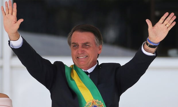 'The Bolsonaro administration promises a 'new era' – a return to a time free of doubts and insecurity.' Photograph: Sergio Moraes/Reuters (Reprodução do The Guardian)