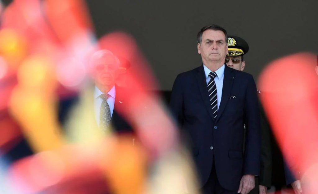 O presidente Jair Bolsonaro durante cerimônia de troca da guarda. (Foto de EVARISTO SA/AFP/ Reprodução do El País))