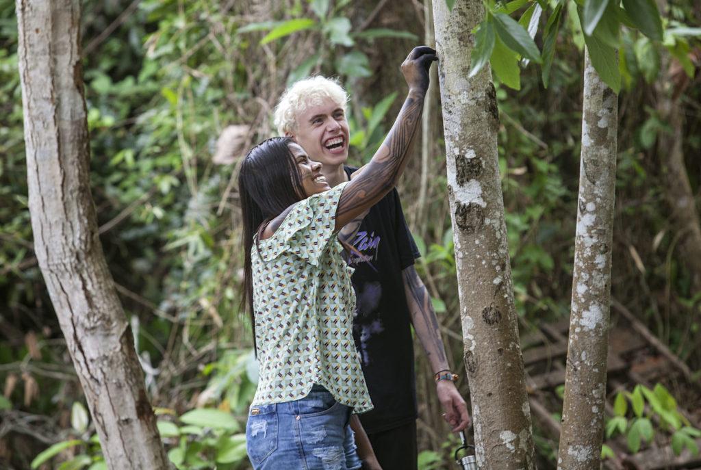 La líder indígena Anita Juruna y el activista británico Elijah MckEnzie en Amazonia esa semana. (Foto:Lilo Clareto/ISA/Reprodução do El País)