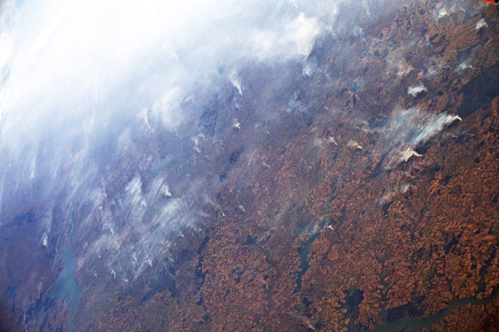 Incêndios na Amazônia vistos da Estação Espacial dia 24 de Agosto de 2019. (Foto: Luca Parmitano/Reprodução do El País)