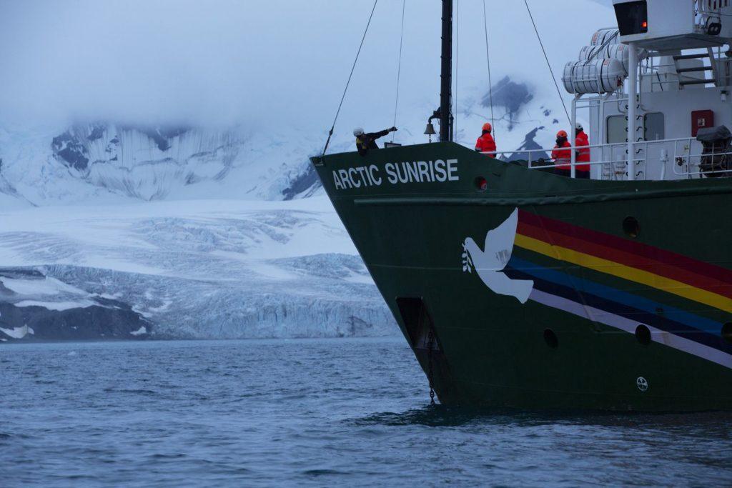 O navio Arctic Sunrise, na Antártida. ABBIE TRAYLER-SMITH/GREENPEACE / ABBIE TRAYLER-SMITH (Reprodução do El País)