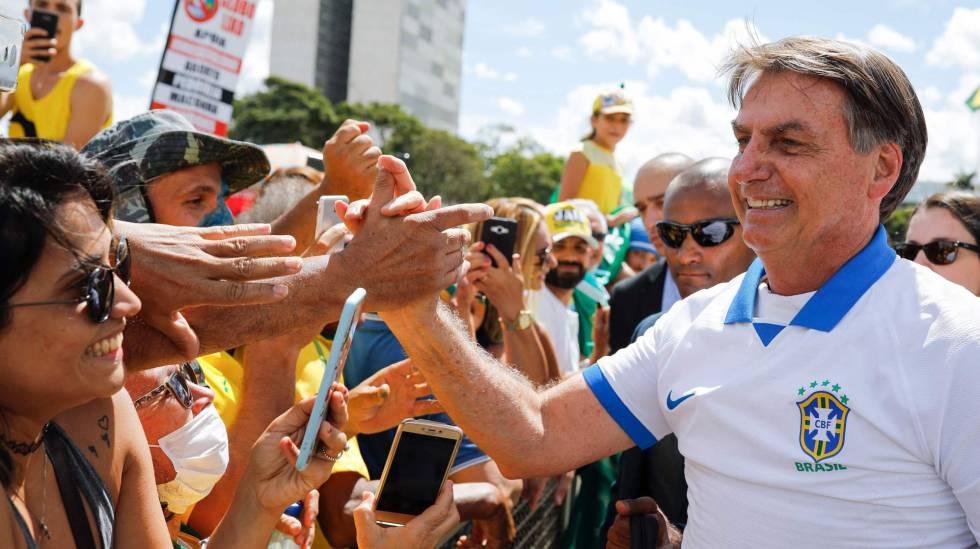 El presidente de Brasil, Jair Bolsonaro, este domingo en Brasilia. SERGIO LIMA AFP (Reprodução do El País)