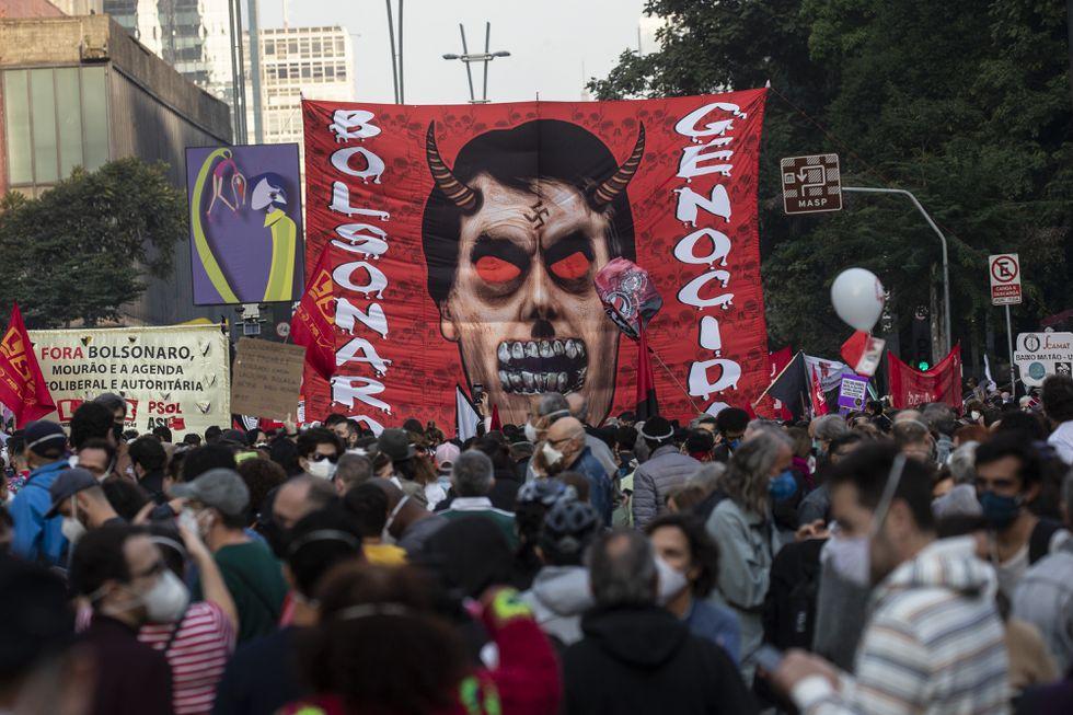 Manifestantes protestam contra Bolsonaro em São Paulo, no dia 3 de julho de 2021. DPA VÍA EUROPA PRESS / EUROPA PRESS (Reprodução do El País)