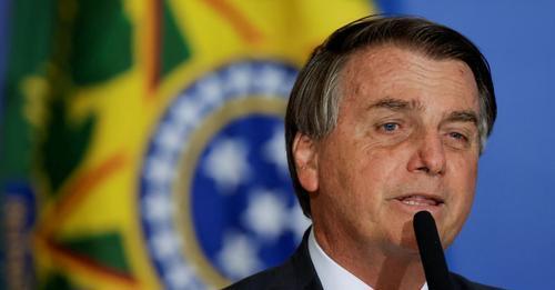 El presidente brasileño, Jair Bolsonaro, en una comparecencia la semana pasada. UESLEI MARCELINO/REUTERS (Reprodução do El País)