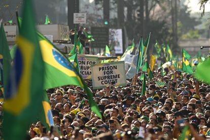 Apoiadores do presidente Bolsonaro participam de atos com pauta antidemocrática em São Paulo, no dia 7 de Setembro de 2021. DPA VÍA EUROPA PRESS / EUROPA PRESS (Reprodução do El País)